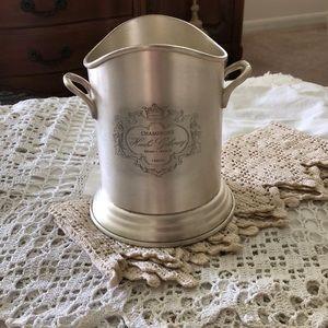 GUC: Vintage Champagne/Wine Bucket